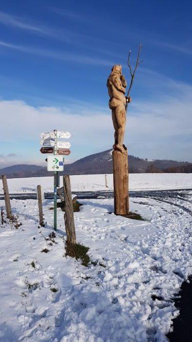 Skulpturen am Wegesrand UteStraub