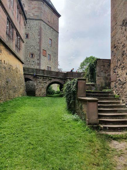 Burg Eisenbach für eine Pause Singles-unterwegs Ute Straub